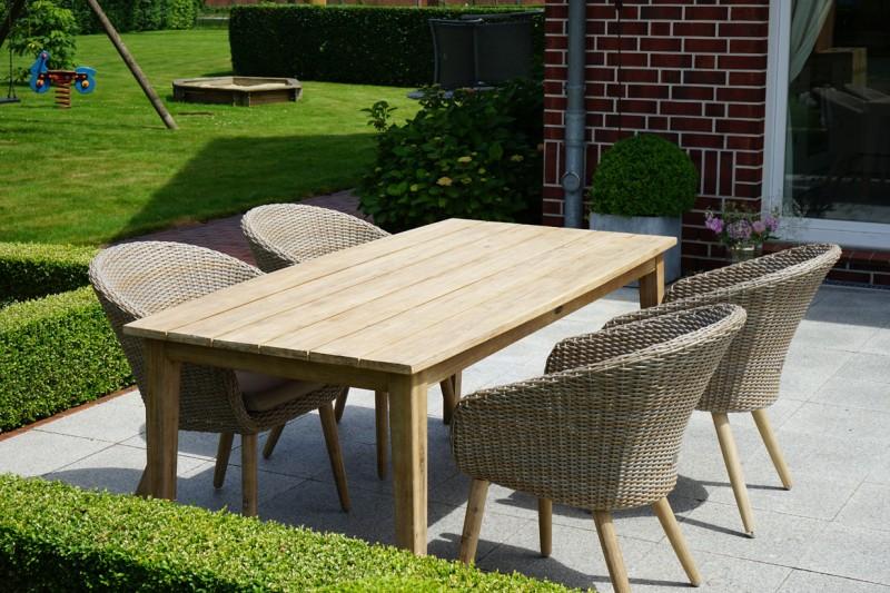 Ploss Gartenmöbel Set Borneo - 1x Dining-Tisch Akazie und 4x Borneo Cocktailsessel inkl. Auflage - 5-teiliges Set