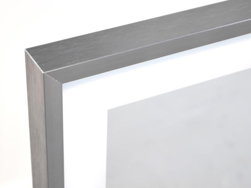 Vasner Infrarotheizung Zipris S LED Spiegel mit Rahmen Chrom/Titan 400 Watt