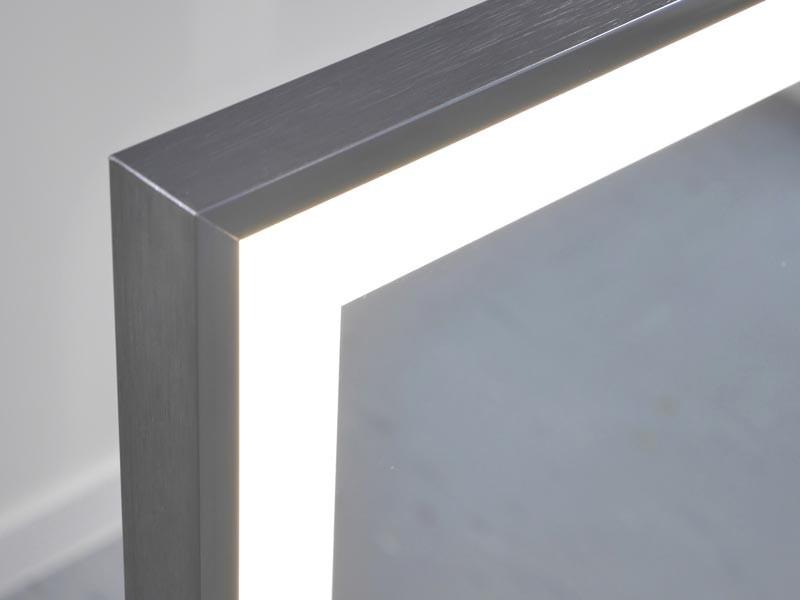 Vasner Infrarotheizung Zipris S LED Spiegel mit Rahmen Chrom/Titan 900 Watt