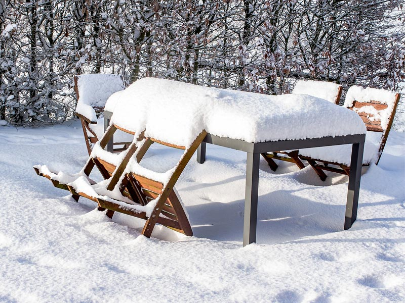 Gartenmöbel reiningen - so bekommen Sie die Gartenmöbel sauber!